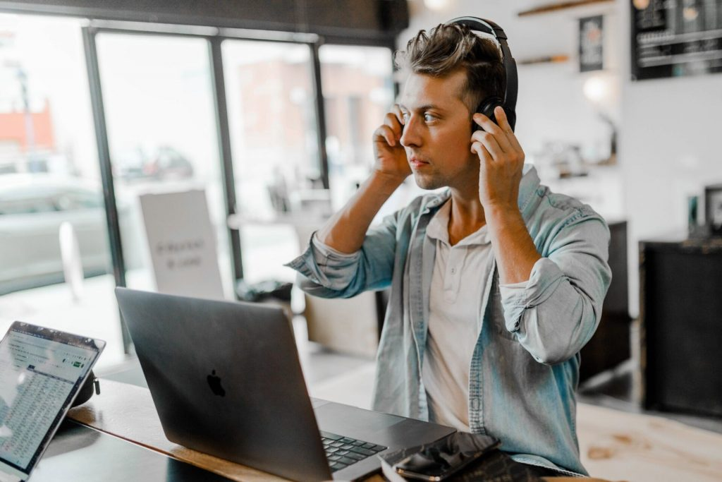 How VoIP System is Helping Businesses Improve Call Connectivity Globally