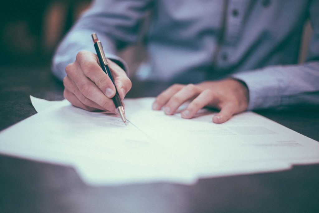 6 Things to Look for before You Enter into A Contract?